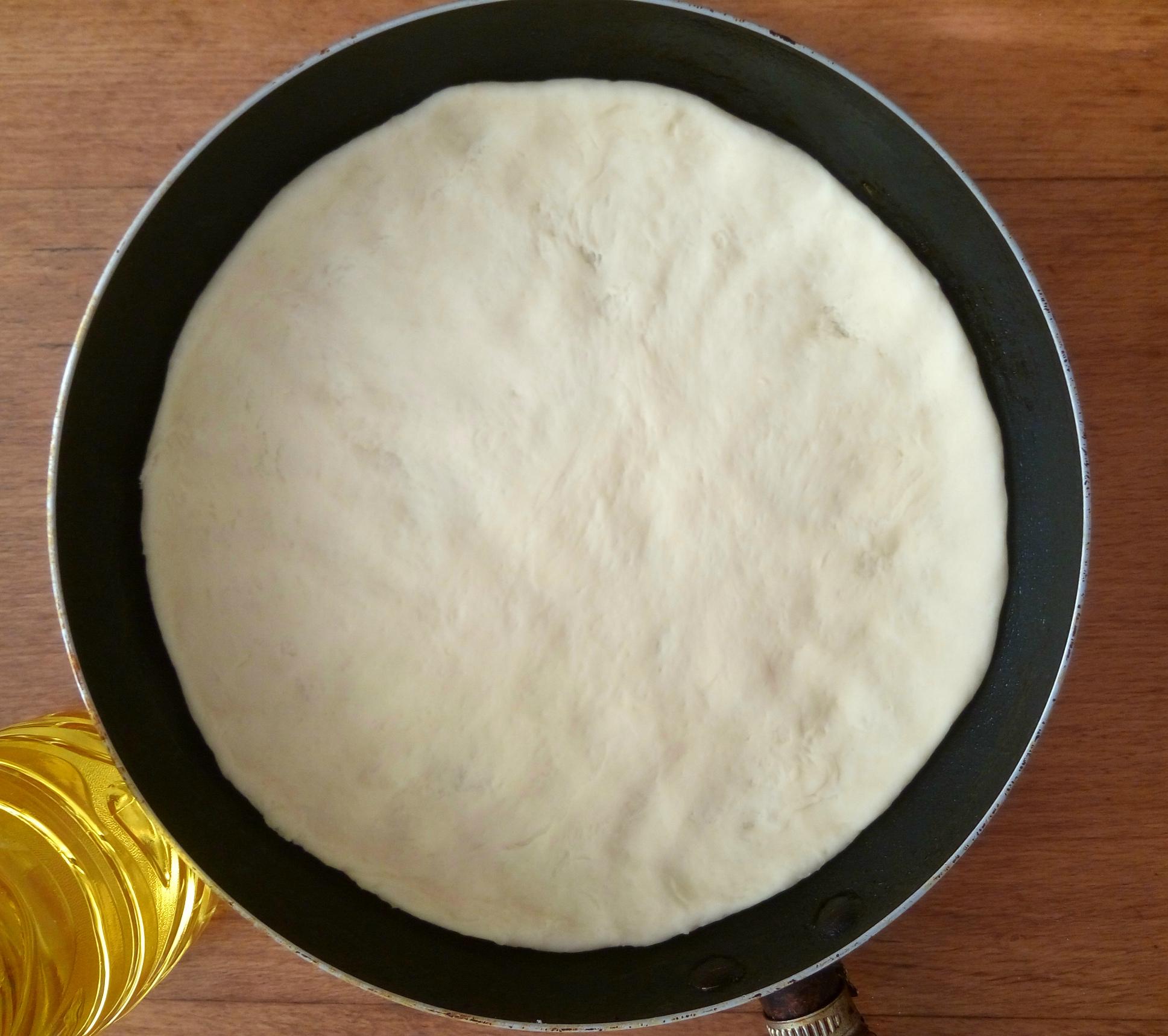 Пицца на сковороде: Тесто
